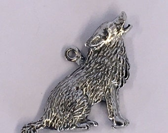 Howling Wolf pendant  1 bail Made with lead free Australian Pewter AF573