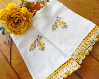 Oak Leaf Acorn Towel, Gold Leaf Towels, Never Used Towels, Acorn Towels, Machine Embroidery