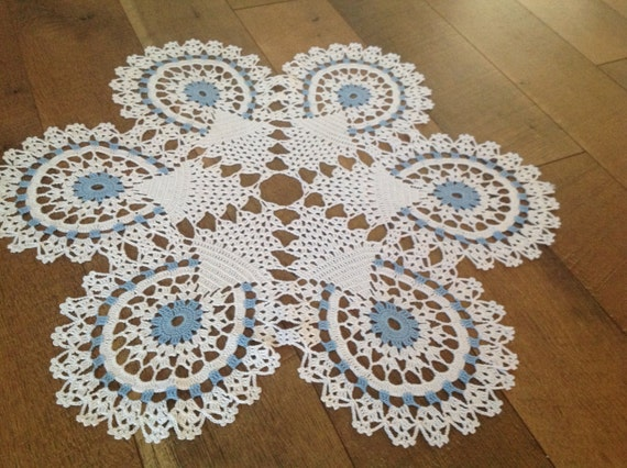 Crochet, Blue and white table center, new, table center, center piece, home fashion, superb!