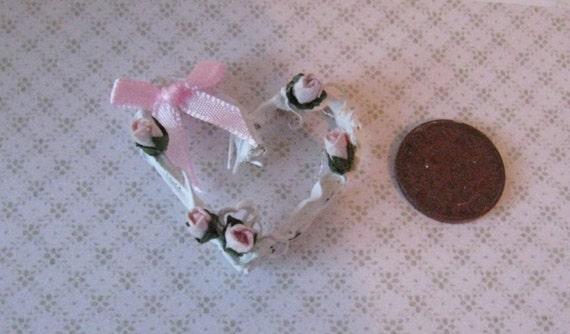 Dollhoues Heart  vine  wreath, vine wreath, heart wreath,  tatty chic accessory, hand made, twelfth scale dollhouse accessory