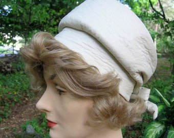 Faux Leather Hat 1960's Era Vintage Modern Miss Label Cream Leatherette Fabric lined Pillbox Fashion Accessory Excellent Condition Size 22