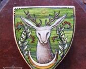 Bemalte hölzerne heraldische Brosche -