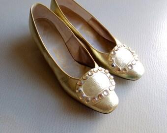 Holiday Season Cocktail Glam 1960s Gold Pilgrim Kitten Heels - sz 6 M Womens Evening Shoes - Saks 5th Avenue - Megan Draper YSL Viver Chic
