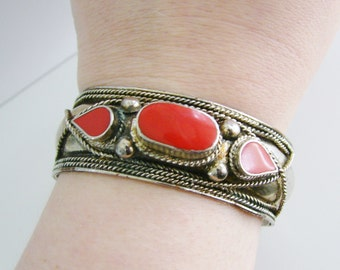 Vintage silver cuff bracelet with red gemstone (P)