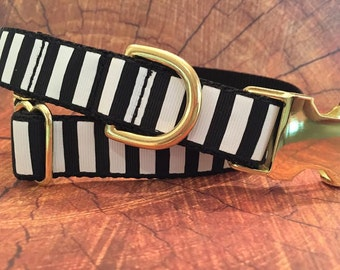 Black and White Stripe Dog Collar in Size XL Only