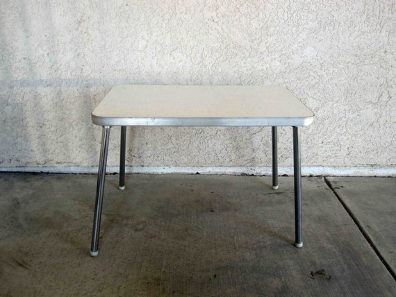 Small vintage mid century formica top table for Can you paint formica table top