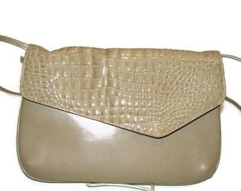 Vintage Taupe Faux Croc Pattern Shoulder Bag Vintage Purses and Handbags Shoulder Handbags Vintage Shoulder Bag Vintage Bags For Women