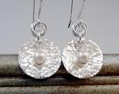 Hammered Silver Earrings, White Pearl Earrings, Silver Disc Earrings, Hammered Jewelry, Swarovski Pearl Earrings, Silver Circle Earrings