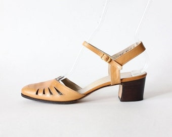 ON SALE Vintage Salvatore Ferragamo Tan Leather Chunky Low Heels, size 8AAA