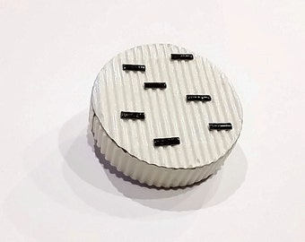round paper brooch