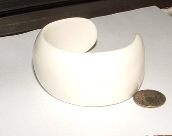 60s white lucite cuff bracelet small wrist 6-7 sz will fit- thick made well authentic old very chic