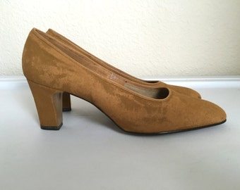 Vintage Shoes Women's 60's Heels, Tan, Suede, Pumps by Montgomery Ward (Size 5)