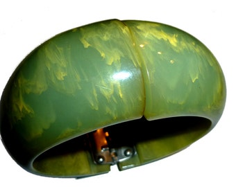 Vintage  Bakelite Clamper Green & Yellow Bakelite. 1940s. Chunky and Fun. Smaller Size.