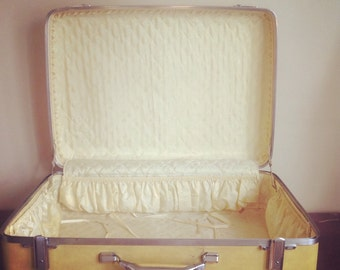 Vintage American Tourister Pale Yellow Large Suitcase. Two Original Keys Included.