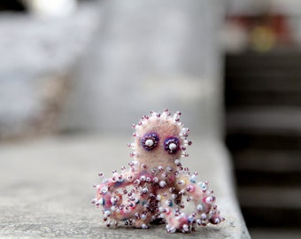 Hand felted brooch - Warm octopus