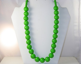 Vintage Long Grass Green Chunky Acrylic Beaded Necklace (N-3-4)
