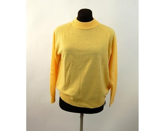 1960s sweater acrylic yellow pullover sweater zipper in back Made in Korea Size L