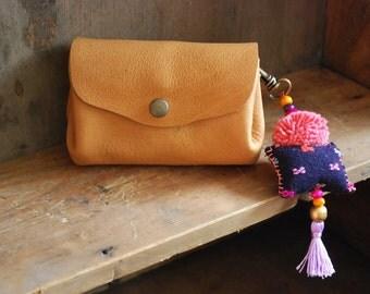 Porte monnaie, porte clés ethnique, broderie Hmong, perle métal