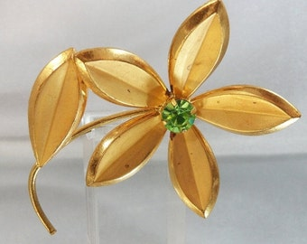 SALE Vintage Flower Brooch. 1950s. Gold Plated. Green Rhinestone