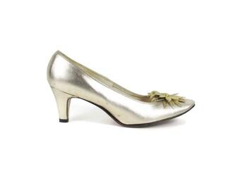 Vintage 1960s Gold Pumps Metallic Gold Leather Heels Flower Heels Vintage Wedding Shoes Floral Mad Men Slip On Party Low Heels Size 9 N E606