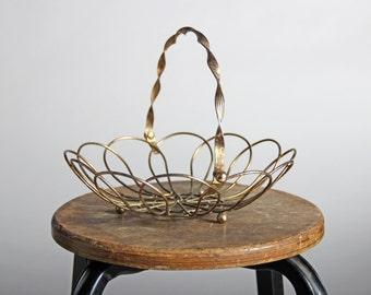 Vintage Brass Wire Produce Basket - Table Centerpiece Metal Farmhouse Fruit Basket Industrial Egg Antique