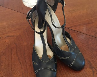 Navy leather Mary Jane Pumps. Size 8