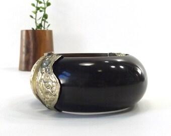 vintage 70s black horn hinged bracelet silver repousse metalwork embossing wood women jewelry bangle wanderlust boho chic wide oversize old