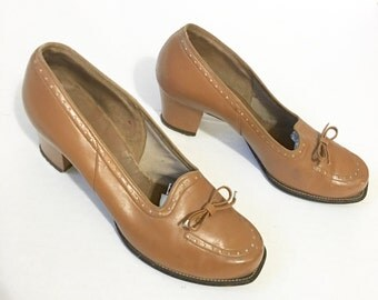 Vintage 1940s heels, size 6 1/2, leather oxford,  perforated pumps,  Mason Products