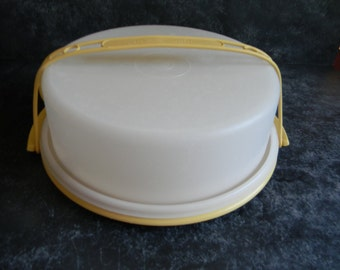 Vintage tupperware pie carrier taker
