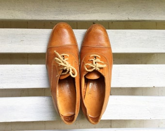 Vintage tan lace up brogues, neutral camel heels, womens shoes size 5