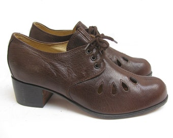 Vintage John Fluevog Shoes Womens  Brown Leather Lace Front 1940s European Style Shoes Made In Poland Will Fit a Womens US Size 6