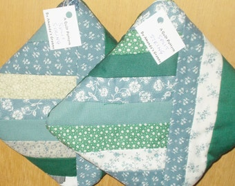 POTHOLDER (#10)  Blues Greens, Split String Traditional Quilt Pattern,  Made in US,  Contemporary. Farm, Lodge, Cabin, Kitchen Decor