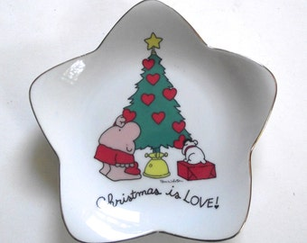 "Ziggy Christmas Plate, 1981 ""Christmas Is Love"" Star-Shaped Dish (G2)"