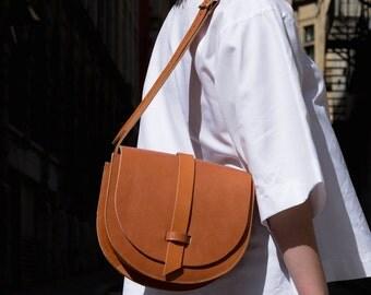 Camel Leather Saddle Bag- Leather crossbody bag- Remouvable pocket- Camel Shoulder bag- Handmade- Gift for her- Saddle bag purse- Classic