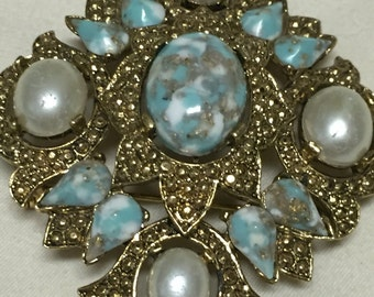 Trio Regal Spotted Turquoise and Pearl Cabochon Antiqued Gold Vintage SARAH COVENTRY Brooch