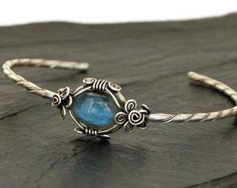 Labradorite Cuff Bracelet, Silver Cuff Bracelet, Wire Wrap Bracelet, Silver Bangle, Delicate Bracelet, Boho Bracelet, Vintage Bangle