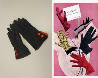 London Society - Vintage 1950s Dark Navy Nylon & Red Leather Wrist Gloves - 6