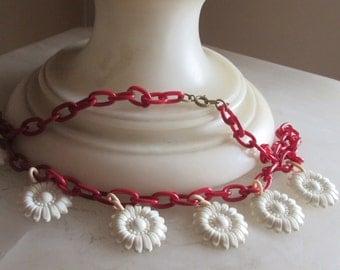 Art Deco White Dangling Daisy Necklace