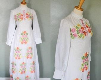 CIJ 40% off sale // Vintage 60s Hippie White Wedding Dress - Embroidered Flowers - Women S