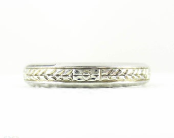 Vintage Engraved Wedding Band, Wreath and Forget Me Not Pattern Wedding Ring, 18 Carat White Gold, Circa 1940s, Size O / 7.25.