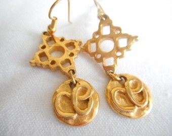 Vintage Gold Tone Dangle Drop Pierced Earrings