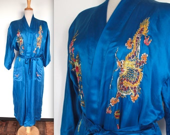 Vintage 1960s Robe // 60s Blue Silk Dressing Gown with Colourful Asian Embroidery // Phoenix Fighting Dragon // DIVINE