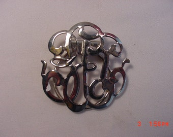 Vintage silver tone metal scarf holder   16 - 384