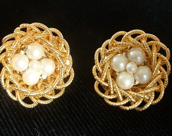 Vintage Mid Century Earrings Wire Wrapped Bird's Nest with Faux Pearl Eggs 1950 Marked Japan