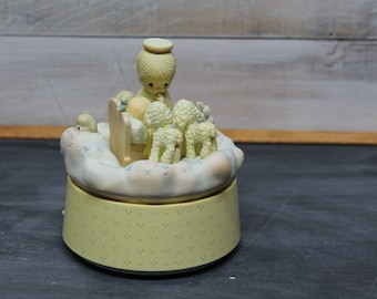 Enesco Precious Moments Wind Up Music Box, Jesus Loves Me, 1989