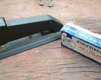 Vintage Great Old Heavy Duty Bostitch Stapler with Box of Staples Model B5