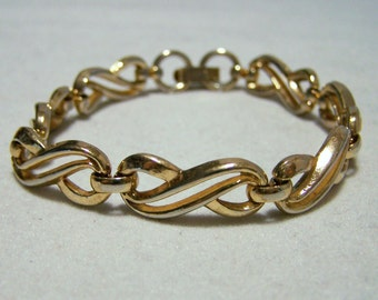Crown Trifari Gold Tone Bracelet Signed Figure Eight Link Mid Century Jewelry  116DG