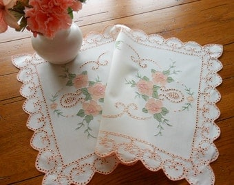 Vintage Embroiderd And Tinted Table Mat Centerpiece Dresser Doilie Table Doily