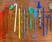 20 Vintage Plastic Swizzle Sticks 1960s Rainbow Midcentury Modern 60s Design Drink Cocktail Stirrer Tiki Barware Hotel Restaurant Casino 2