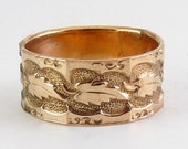 Antique Gold Shell Band Ring with Leaf Band